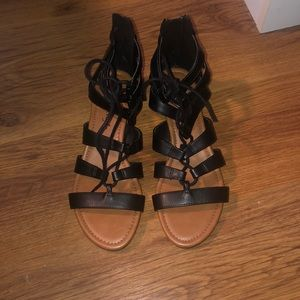 American eagle sandals !